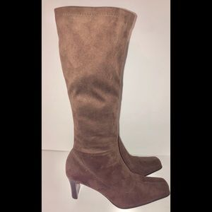 Croft and Barrow brown knee high heeled boots 8